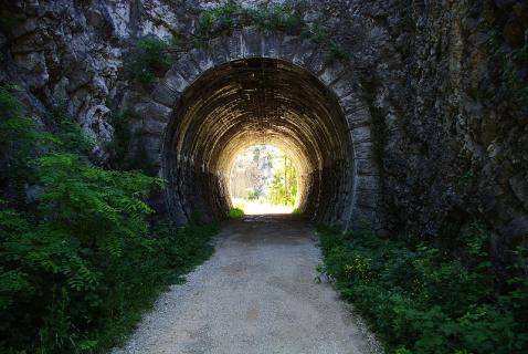 800px-Trail_near_Val_Rosandra
